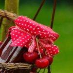 saftige, eingelegte Kirschen in Terpentin Haselnusslikör
